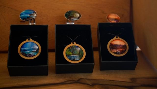 Encaustic art in jewellery settings